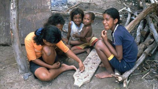In het ene land heet dit spel mankala. In Ghana noemen ze het oware.