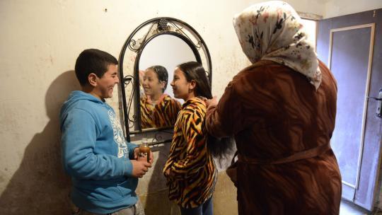 Zaynab smeert elke week haar haren in met arganolie.