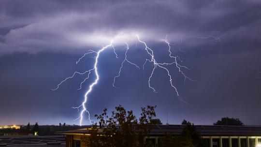 Natuurkrachten zoals storm en onweer worden door animisten vereerd.