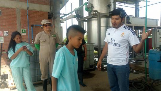 Voor de veiligheid van Juan en de kippen mochten de dieren zelf niet op de foto.