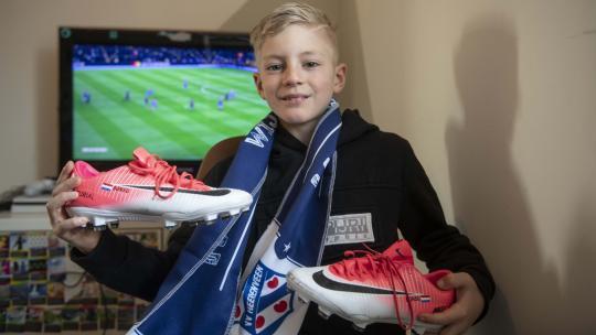 Deze voetbalschoenen kreeg Pepijn van een vorige profvoetballer die bij hem thuis woonde.