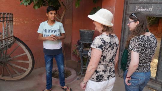 """Bharat: """"Ik vraag toeristen vaak wat ze van het hotel vinden."""""""