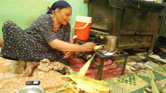De oma van Mahmoud hoopt dat haar kleinzoon later geen boer wordt.