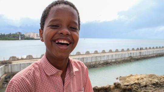 Swabir woont aan de kust van Kenia en merkt dat de zeespiegel stijgt.