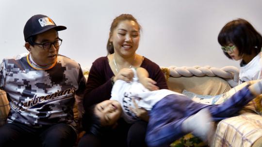 De familie van Alexandra woont in Shanghai, een grote stad in China.