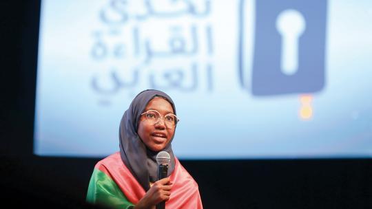 Hadeel uit Sudan won een Arabische leeswedstrijd.