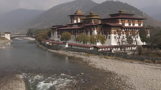 Het Punakha klooster is een oud fort. Op de binnenplaats vindt het festival plaats