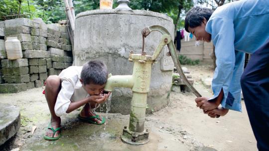 Het recht op veilig drinkwater is een kinderrecht.