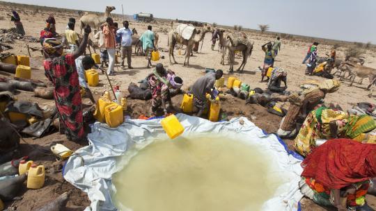 Herders vullen hier in droge tijden hun jerrycans.