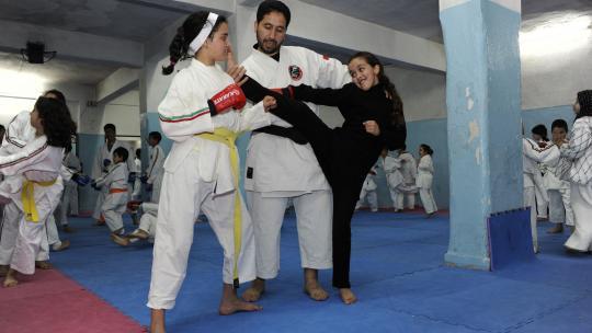 De school regelt ook karateles voor de leerlingen.