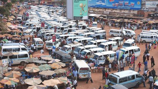Ontelbare busjes wachten op passagiers