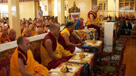 Op de bijeenkomsten van de Dalai Lama in Dharamsala is het altijd druk.