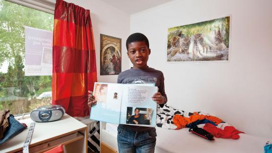 In dit album staan baby-foto's van Marillio. Er zit ook een foto in van een man. Marillio denkt dat de man zijn biologische vader is, maar hij weet het niet zeker.