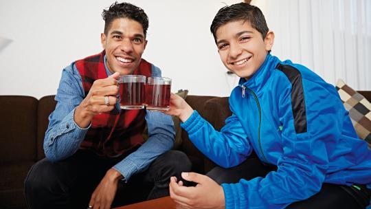 Na anderhalf jaar woont Tareq eindelijk weer met zijn familie samen.