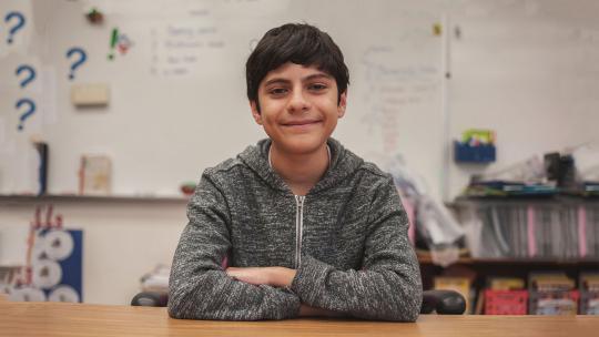 De vader van Alexios komt uit Palestina, zijn moeder uit Puerto Rico.