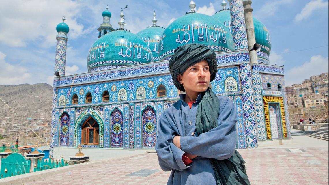 Noor (11) uit Kabul, de hoofdstad van Afghanistan gaat zo bidden in zijn moskee