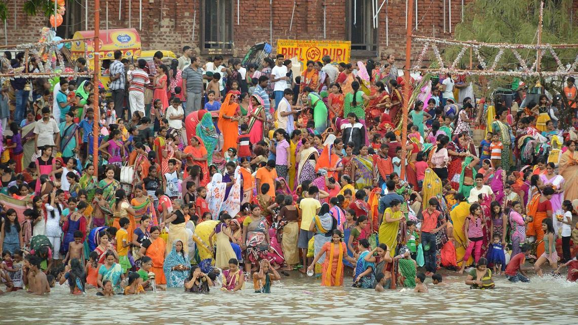 Hindoes en de heilige rivier Ganges.
