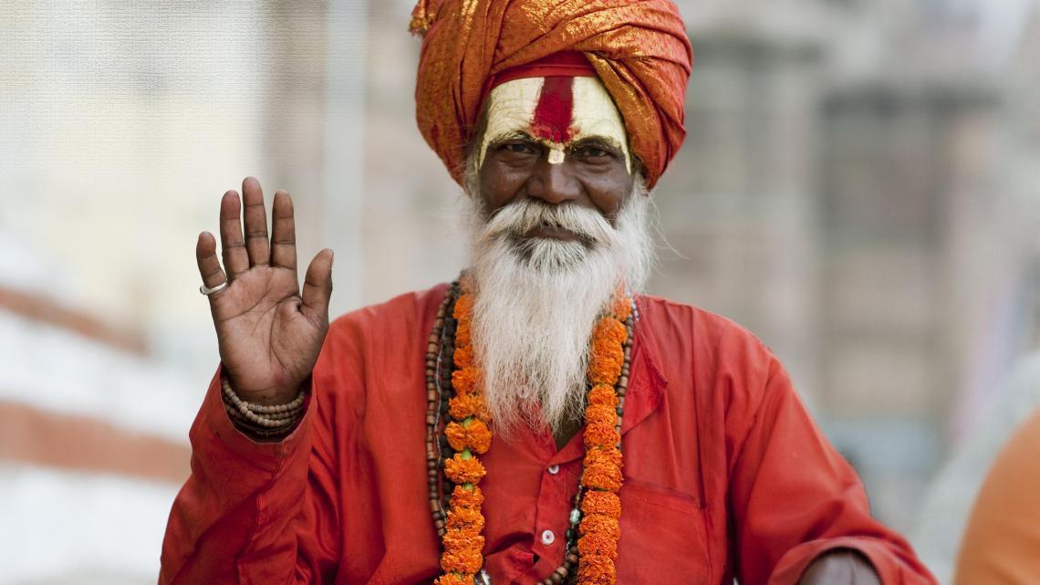 Een hindoe sadhoe laat zijn baard en haar groeien