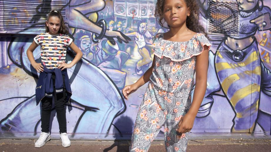 Shaynah (rechts) doet aan hiphop dans.