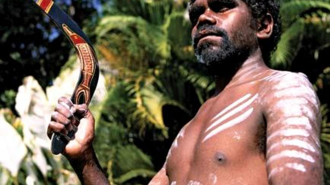 Aboriginal met boemerang