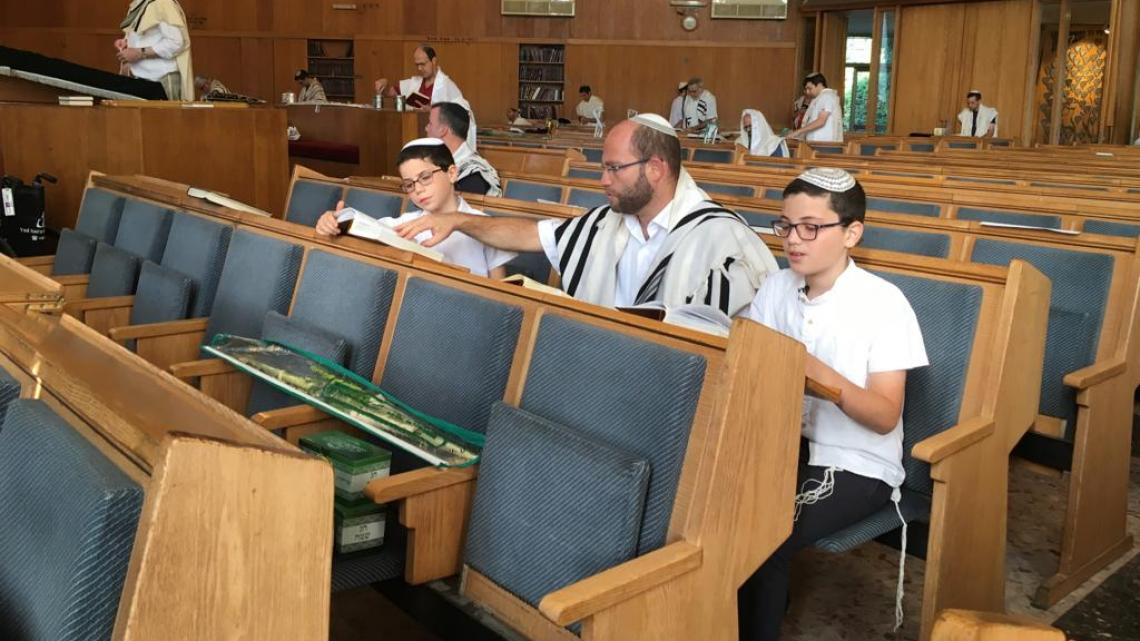 In de synagoge