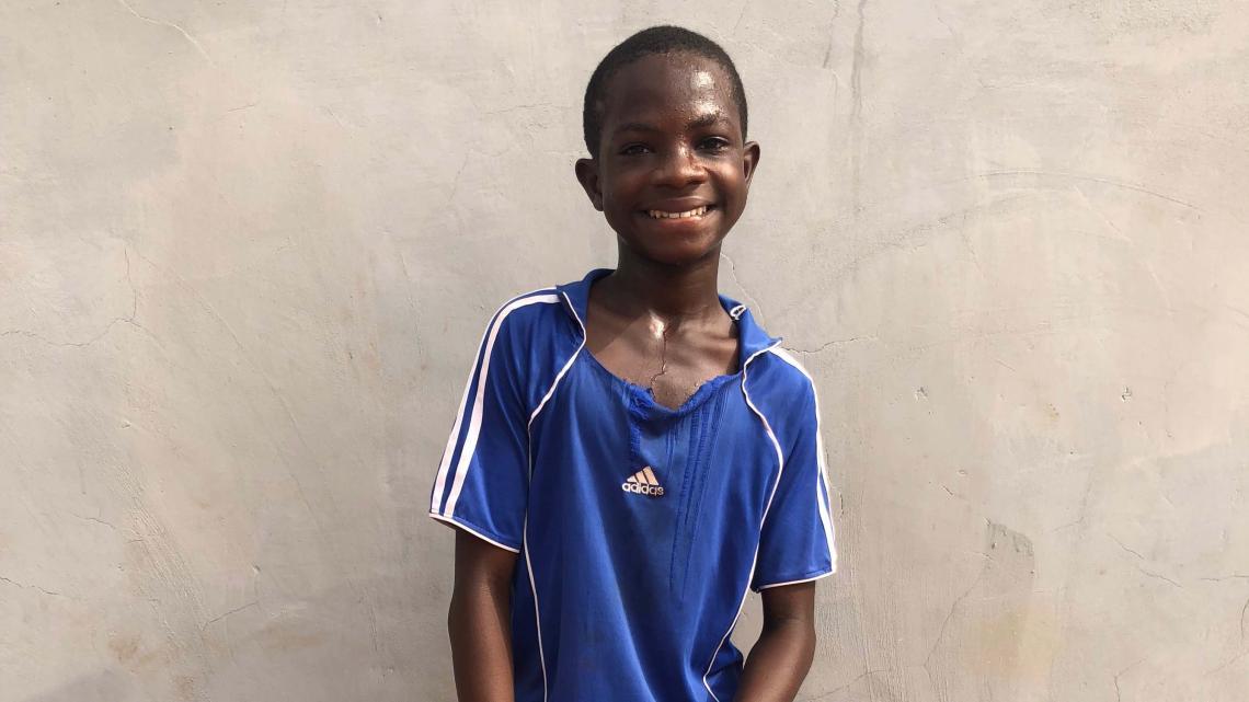 Marvin ziet zijn ouders alleen in de schoolvakanties. Hij wil profvoetballer worden.