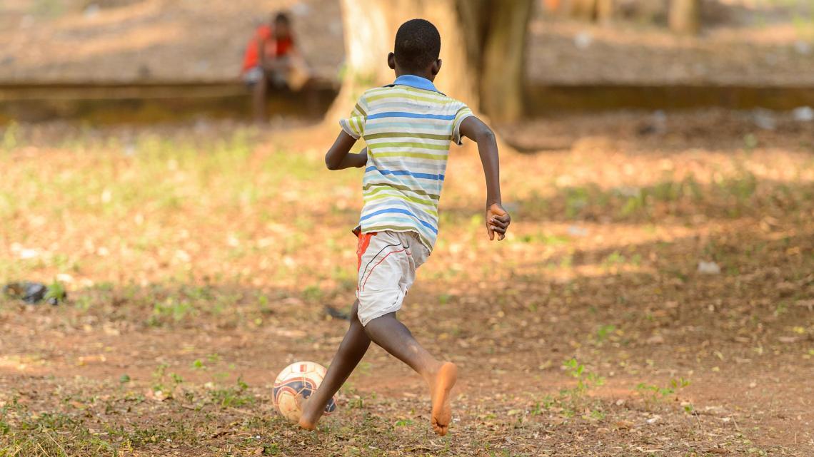 Jaarlijks komen er zo'n 15.000 voetballers uit Afrika naar Azië en Europa.