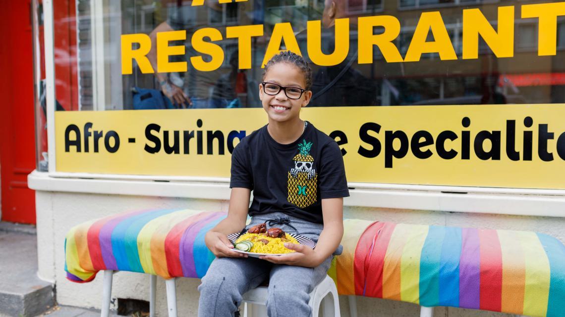 De oom van Marley Jane heeft een Afro-Surinaams restaurantje in Rotterdam.