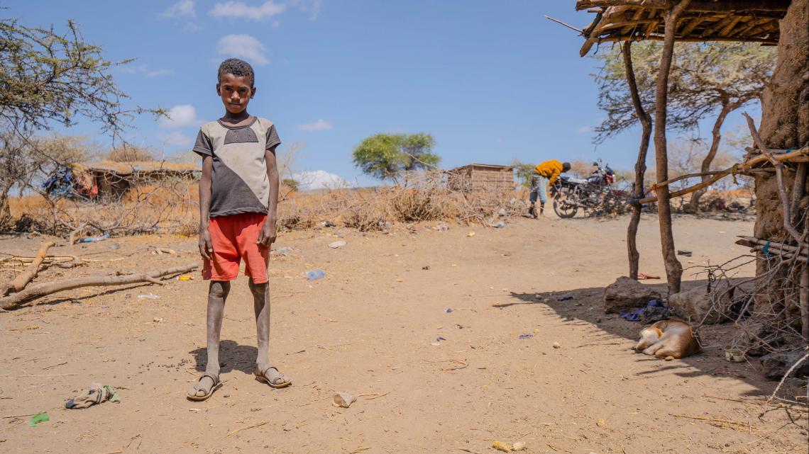 In het dorp van Adam op het platteland van Ethiopie is geen school.