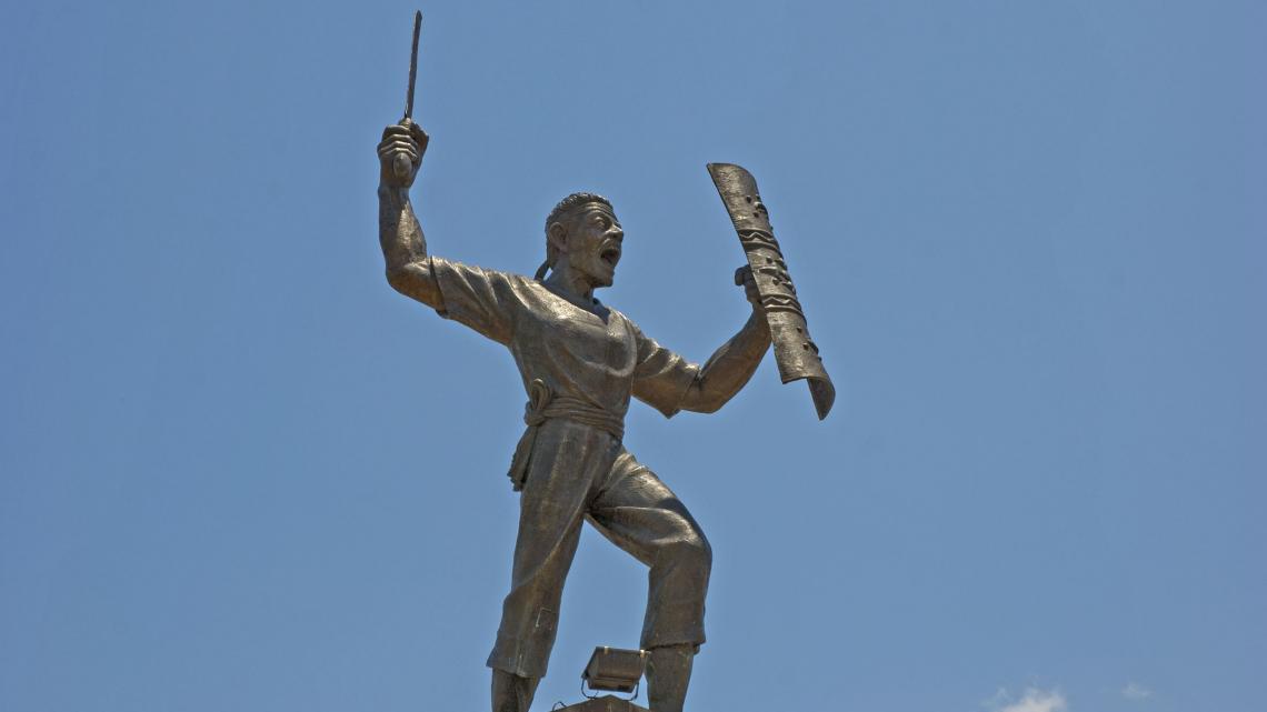 Standbeeld van Pattimura Muda, een Ambonese held die in 1817 de eerste opstand tegen de Nederlanders leidde.