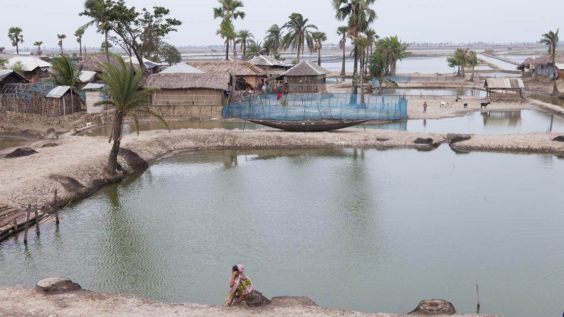 Bangladesh wordt regelmatig getroffen door natuurrampen, zoals overstromingen en hevige stormen.
