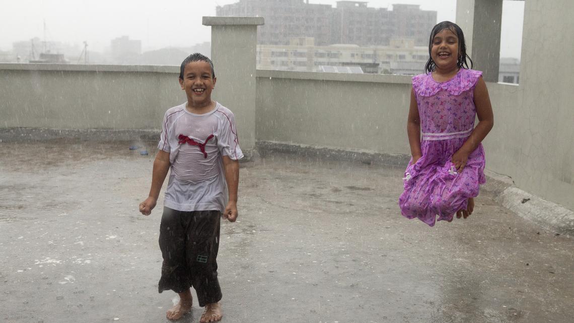 """""""Er moeten dijken komen in Bangladesh, om ons tegen het water te beschermen."""""""