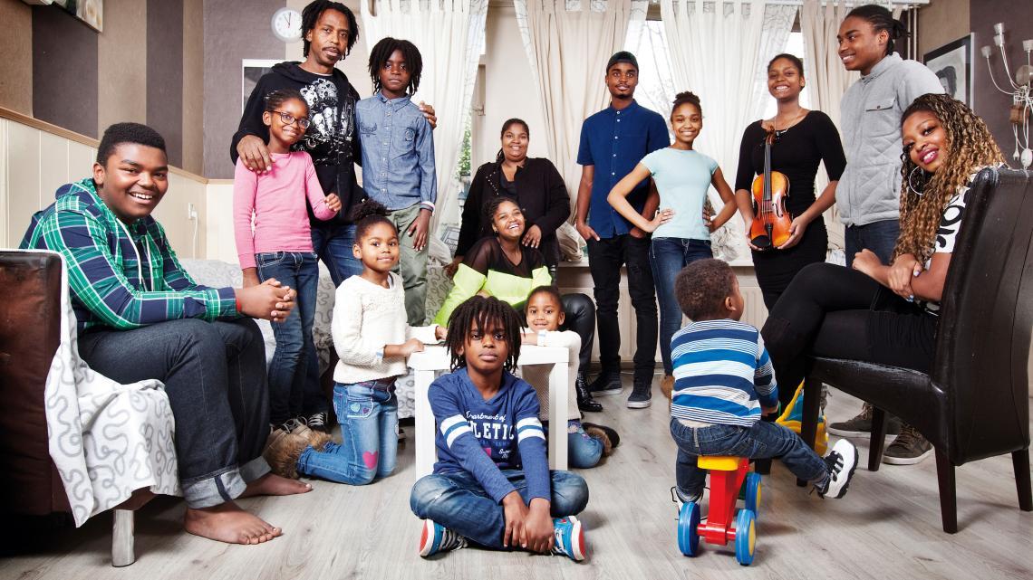 Ook in Nederland kiezen sommige families ervoor om veel kinderen te krijgen.