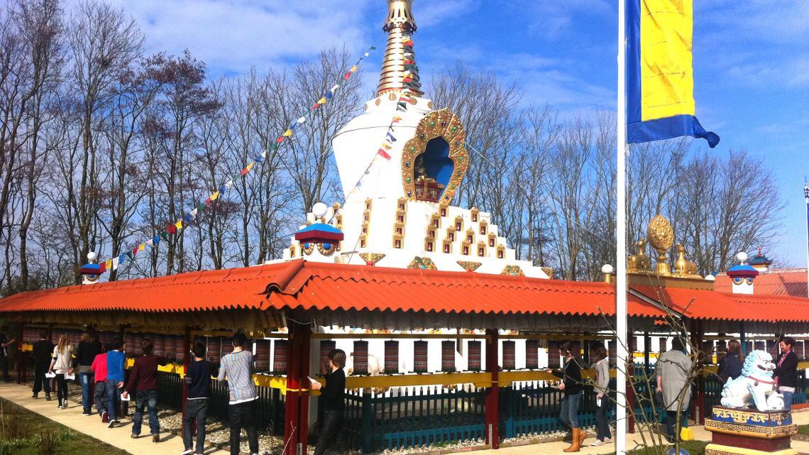 De Karma Deleg Chö Phel Ling stoepa in het Friese plaatsje Hantum was de eerste boeddhistische stoepa in Nederland.