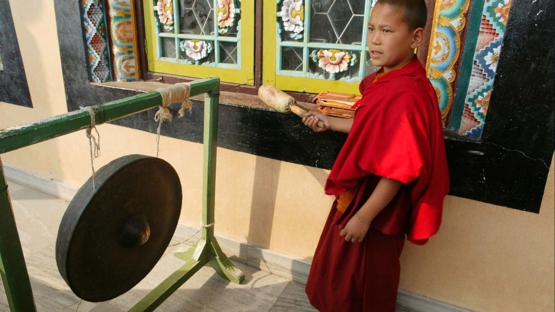 Deze monnik leeft in een klooster in Nepal.