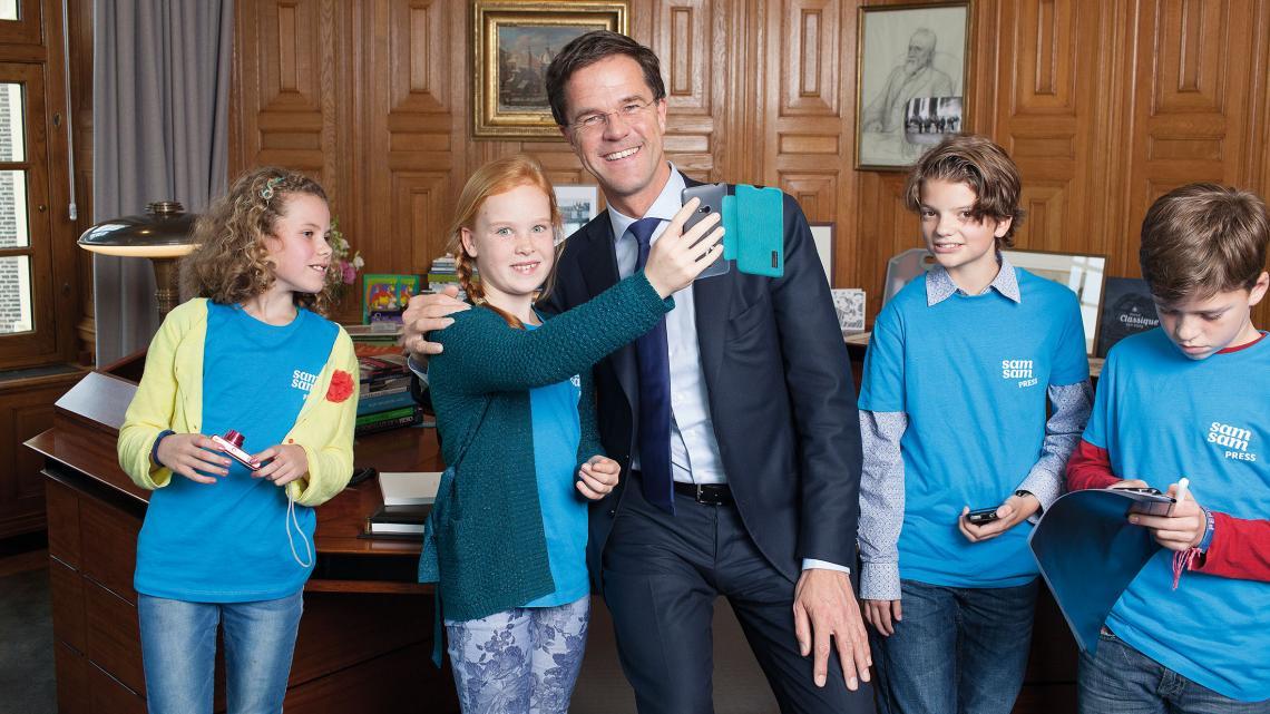 Minister president Rutte beantwoordt vragen van kinderreporters.