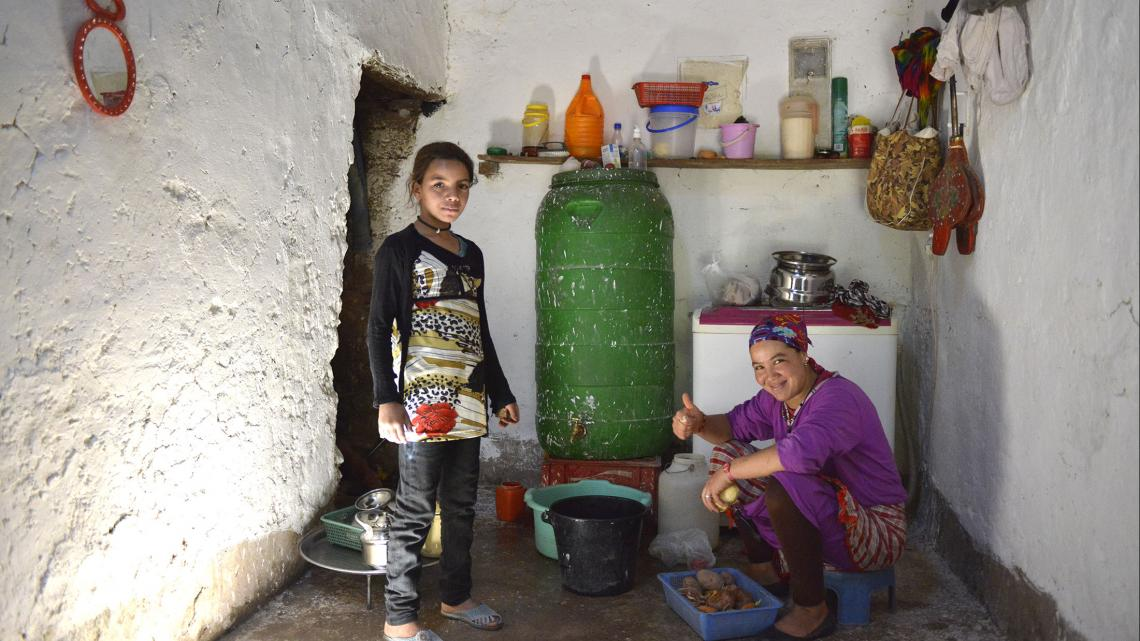 Als Hafida naar de middelbare school gaat, blijft ze daar ook logeren.