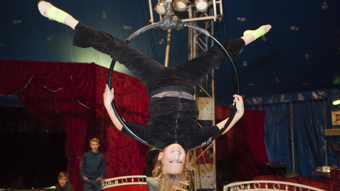 Sharon heeft best een druk leven in het circus.