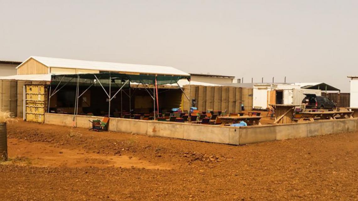 Dit is de buitenbar van de Nederlandse soldaten in Mali.