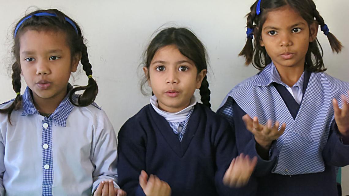 Op school leert Sarah tellen en zingt zij er op los.