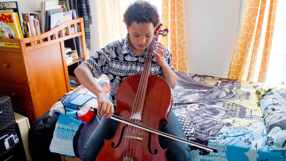 Elke dag oefent Robert op zijn cello.