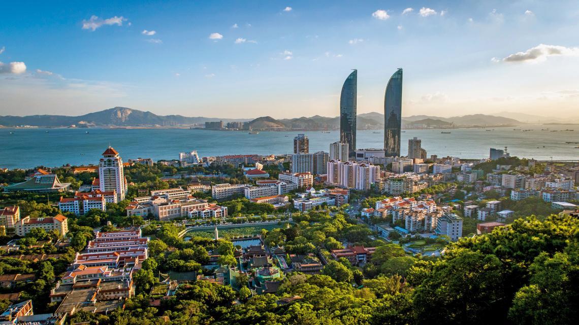 Xiamen staat vol parken, palmbomen en mooie planten.