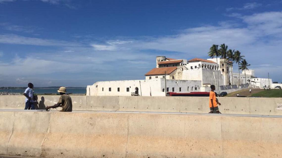 In dit fort Elmina aan de kust van Ghana werden slaven verhandeld.