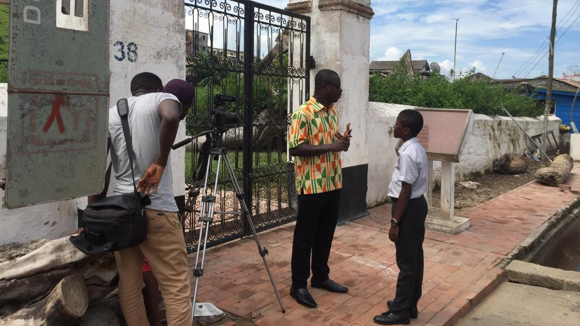 Achter de schermen bij de Nederlandse begraafplaats in Elmina.
