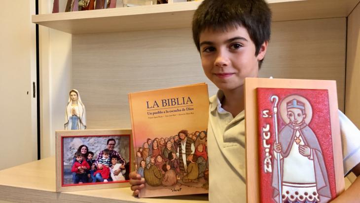 Dit schilderij van Sint Julian kreeg de katholieke Julian uit Barcelona van zijn oma voor zijn eerste communie.