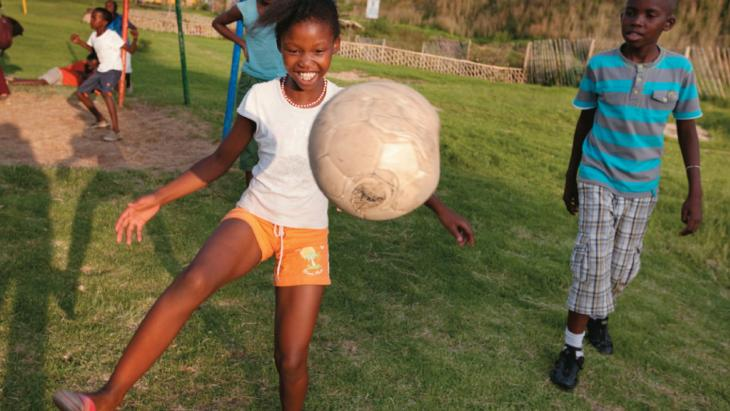 Tamia (11) woont in Soweto, een sloppenwijk van Johannesburg.