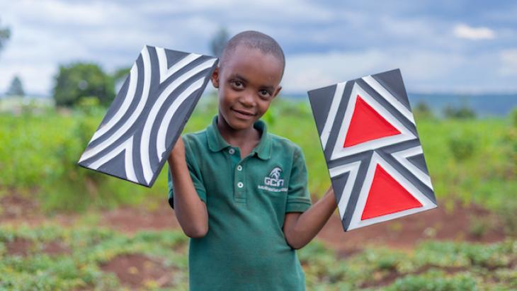 Later wil Iris ook graag deze traditionele Rwandese kunst maken.