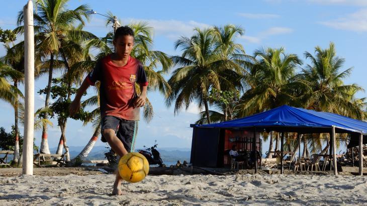 Op dit strand trainde de wereldberoemde Colombiaanse voetballer Cuadrado ook zijn spieren en uithoudingsvermogen.