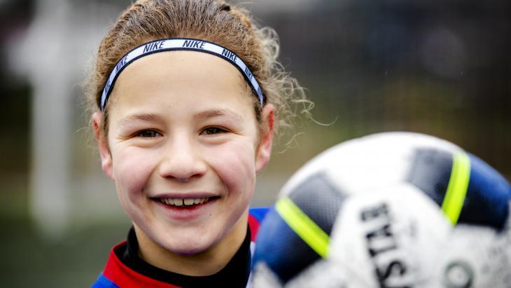 Esra wil later profvoetballer worden.