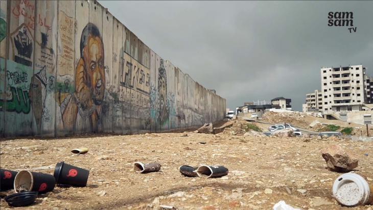 Tussen Israël en Palestina staat een muur. Door die muur zijn Amal (10) en Mohammed (14) allebei niet helemaal vrij.